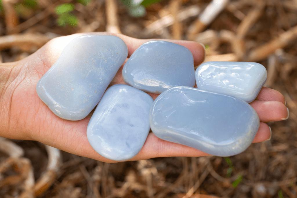 Chalcedony Gemstones - What is Chalcedony?